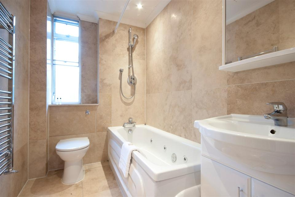 Fountain House Three Bedroom Apartment - Bathroom