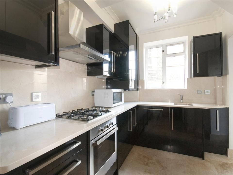 Fountain House Three Bedroom Apartment - Kitchen