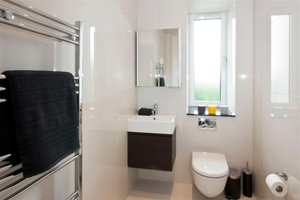 Fountain House Four Bedroom Apartment - Guest Toilet