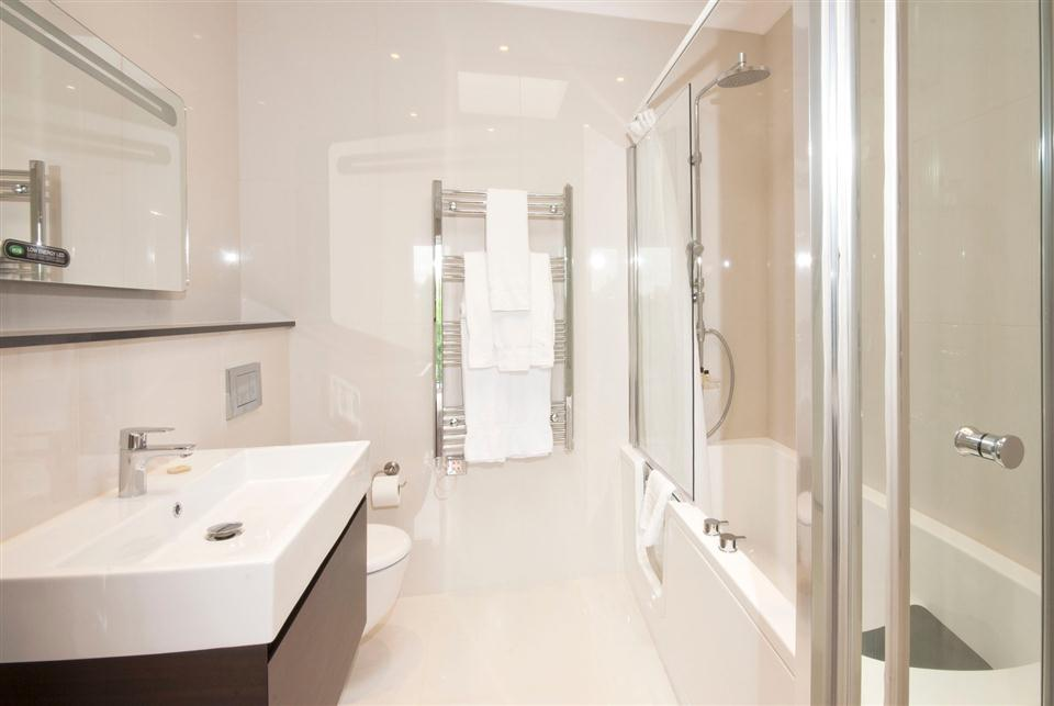 Fountain House Four Bedroom Apartment - Master Bedroom En-Suite