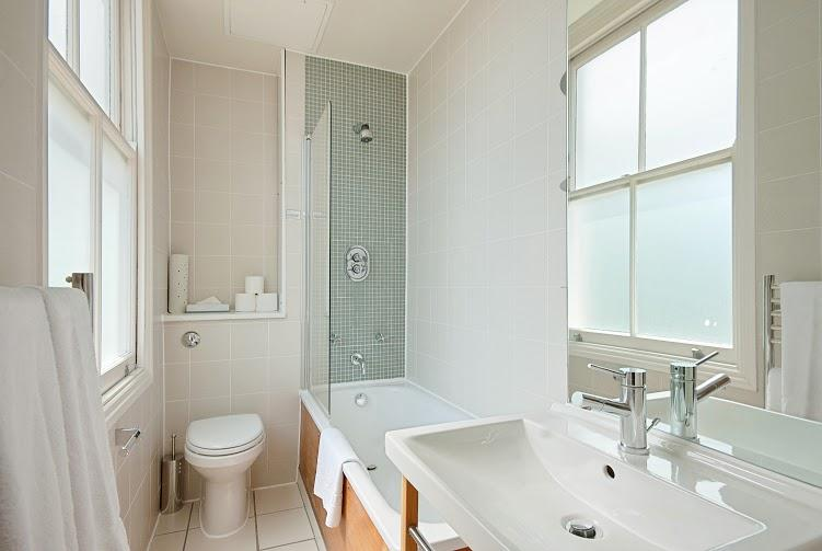 Prince's Square One Bedroom Apartment - Bathroom