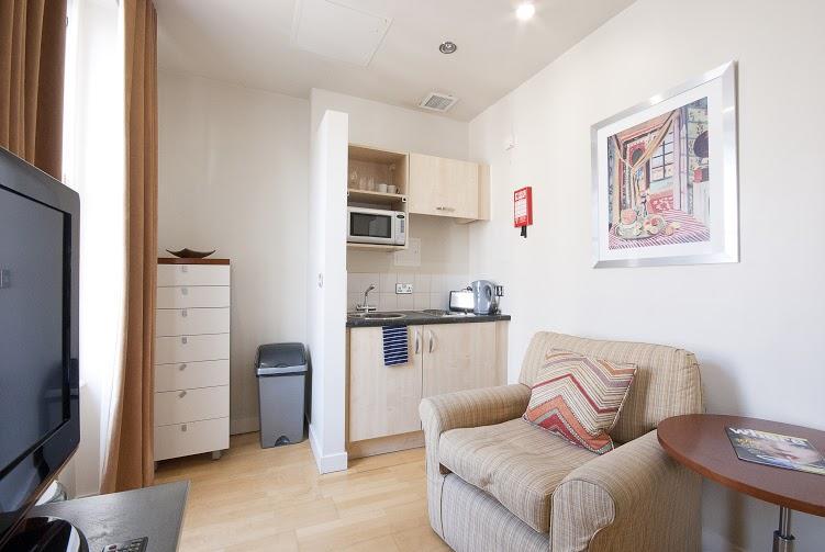 Prince's Square Studio Apartment - Kitchenette