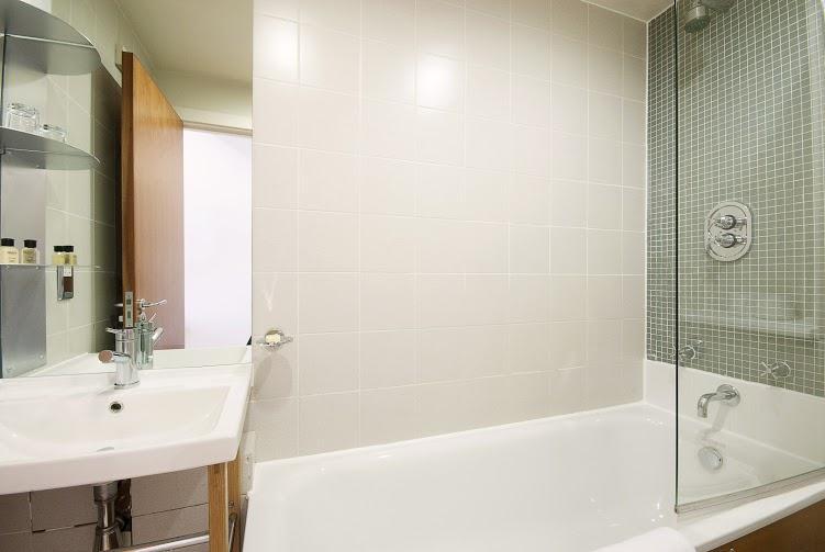 Prince's Square Studio Apartment - Bathroom