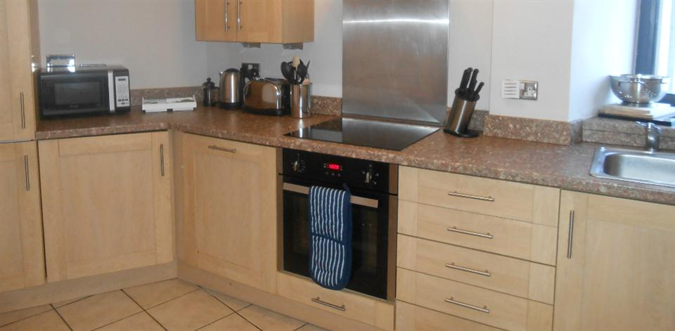 Baltic Quays Apartments - Kitchen