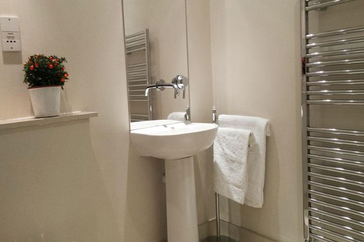 Astral House Serviced Apartments - Bathroom