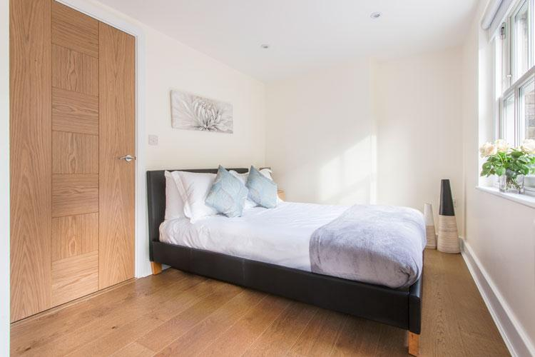 Artillery Lane Serviced Apartments - Bedroom