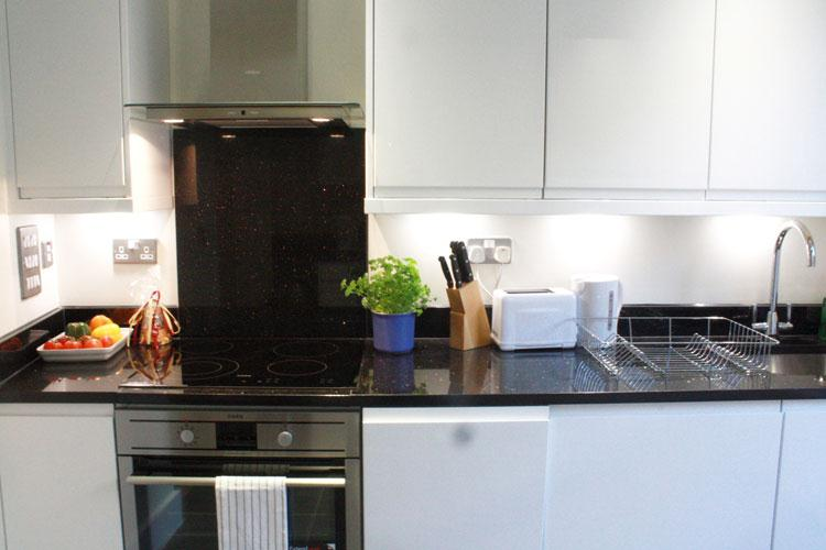 Artillery Lane Serviced Apartments - Kitchen
