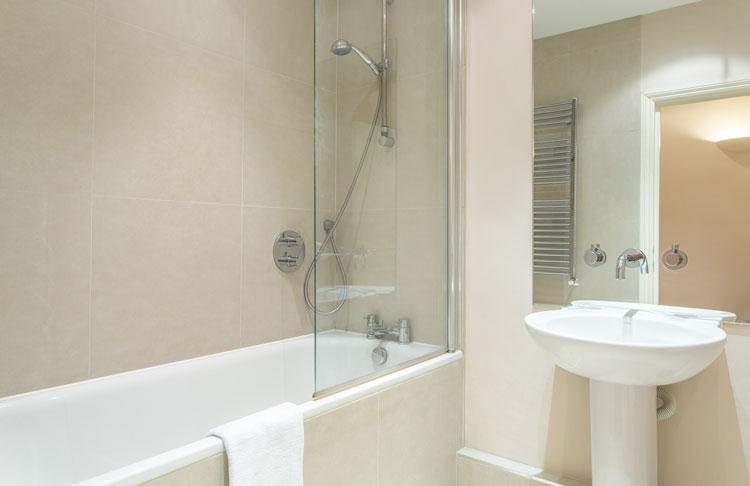 Abbotts Chambers Serviced Apartments - Bathroom