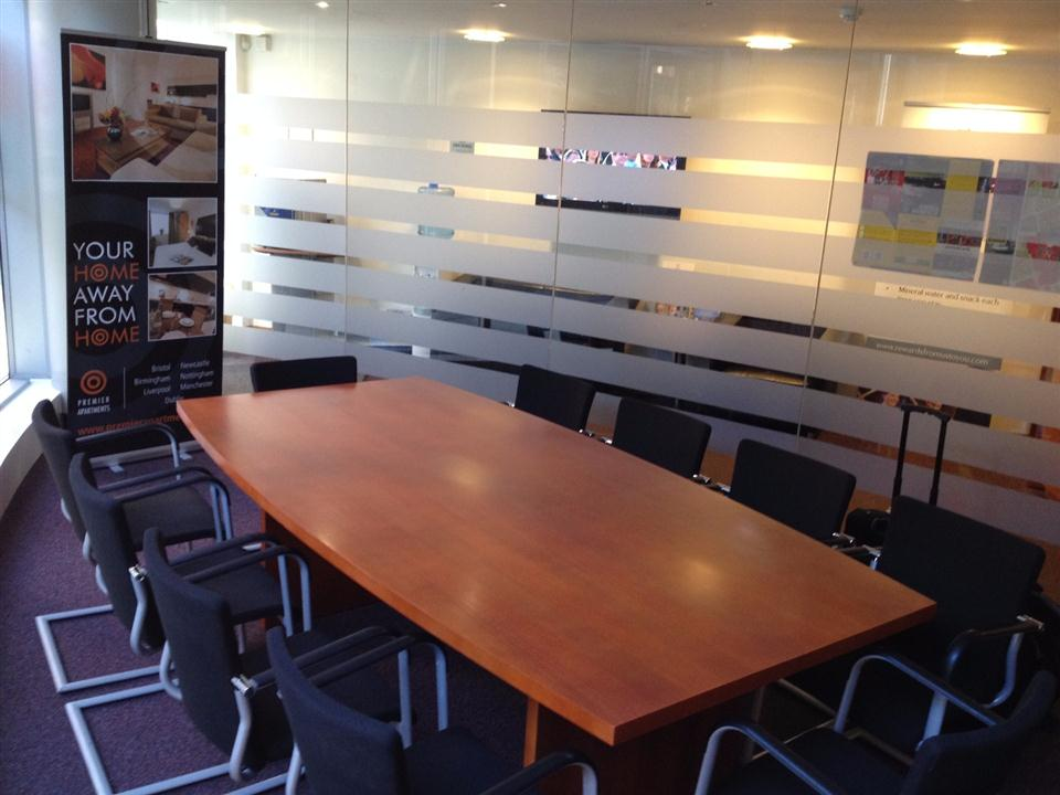Premier Apartments Liverpool - Meeting Room