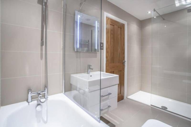 Apple Apartments Kensington Gardens Bathroom