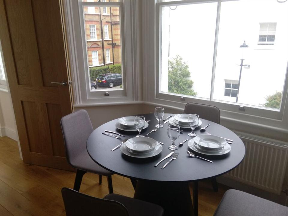 Apple Apartments Kensington Gardens Dining Area