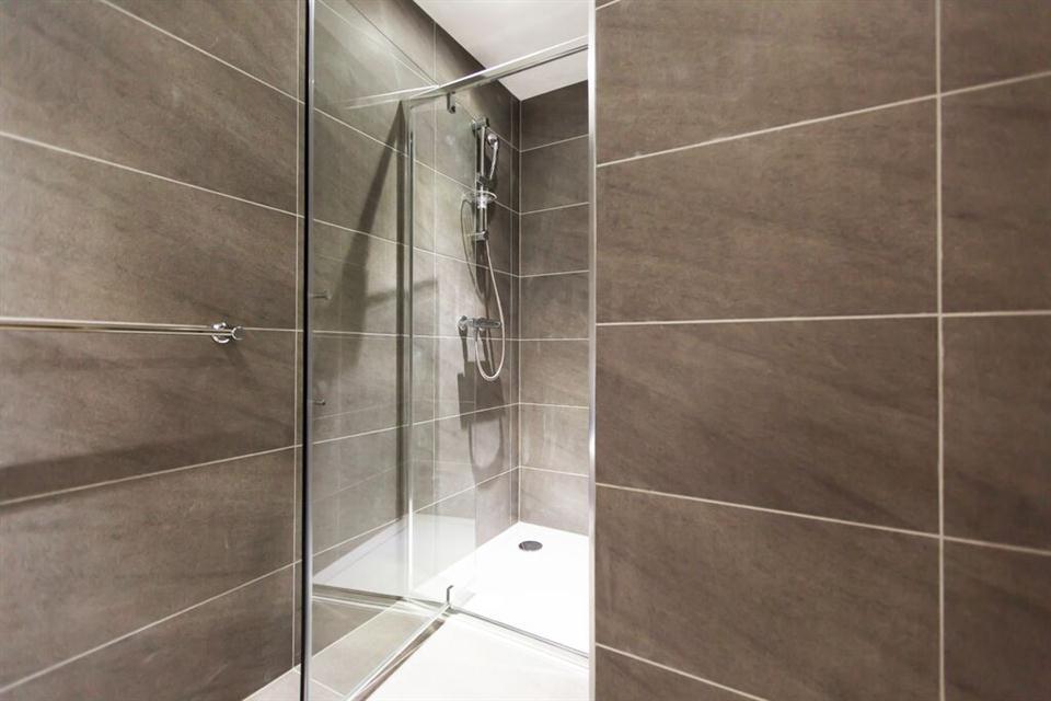Apple Apartments Kensington Executive Studio Bathroom