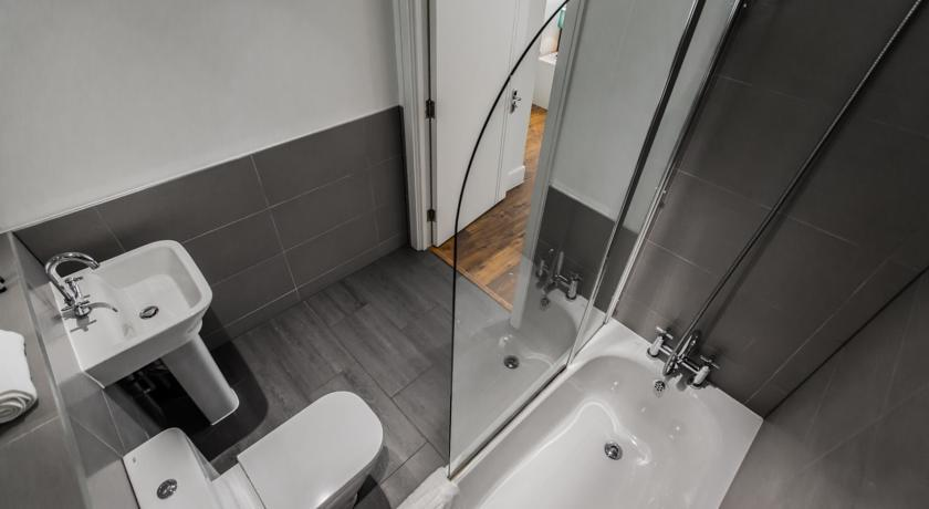 Apple Apartments Limehouse Bathroom