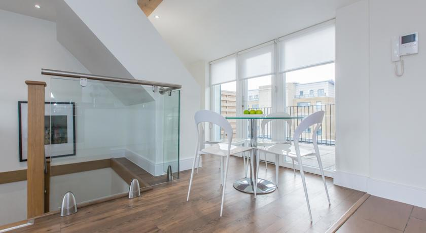 Apple Apartments Limehouse Dining Area