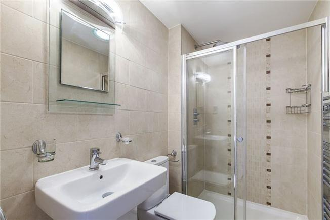 Apple Apartments Hyde Park Three Bedroom Apartment Bathroom
