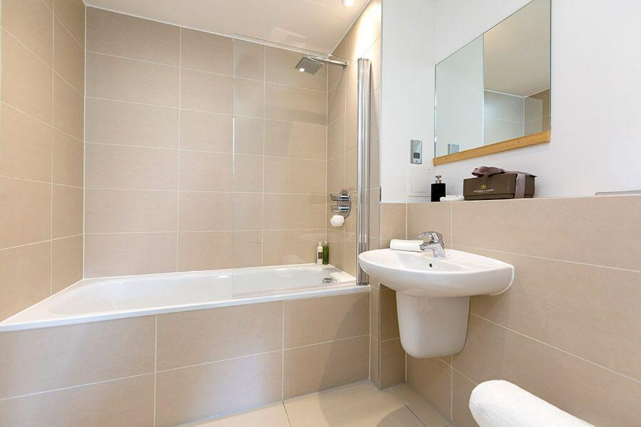 Apple Apartments Greenwich O2 Arena Bathroom