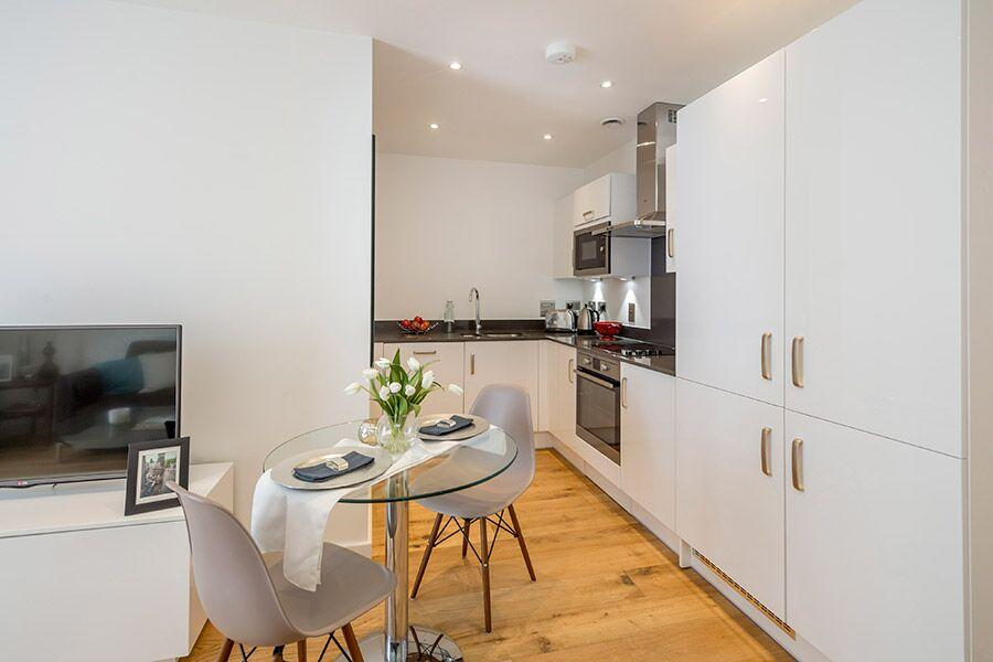 Apple Apartments Greenwich O2 Arena Kitchen and Dining Area