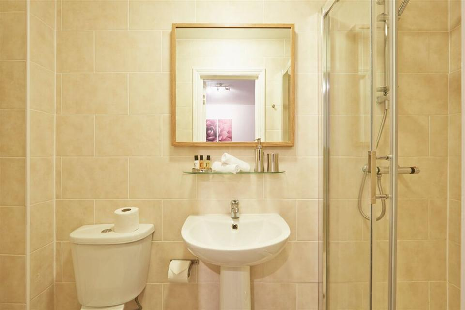 Apple Apartments East London Bathroom