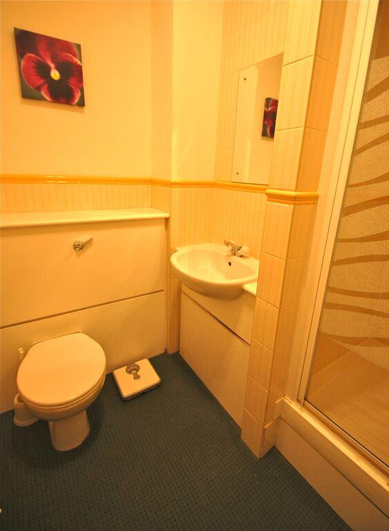 Priory House Apartments Bathroom