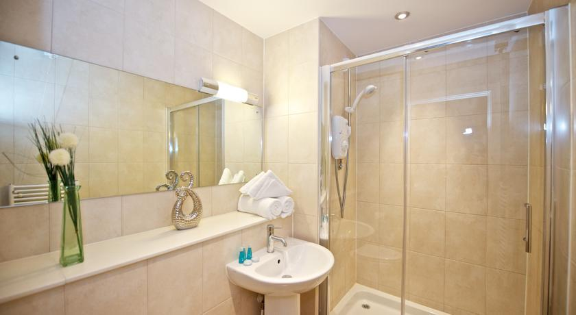Staycity Birmingham Arcadian Apartments Bathroom