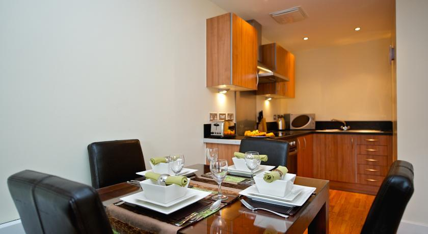 Staycity Birmingham Arcadian Apartments Kitchen and Dining Area