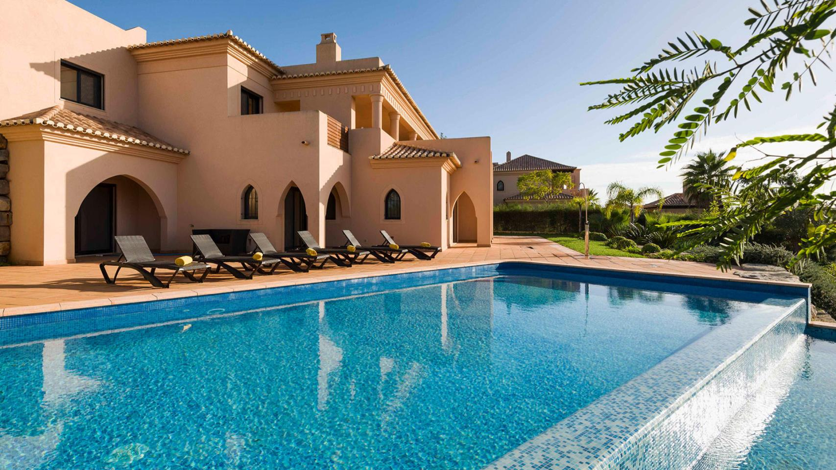 Amendoeira Golf Resort 4* - 7 Nights Bed & Breakfast, Unlimited Golf