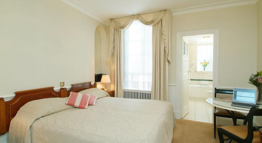 44 Curzon Street Bedroom