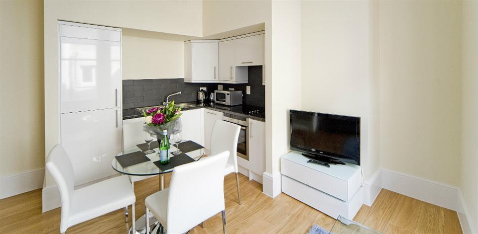 Leicester Square Apartments - Kitchen and Dining Area