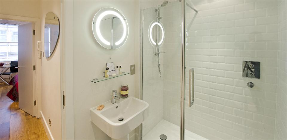 Trafalgar Square Apartments - Bathroom