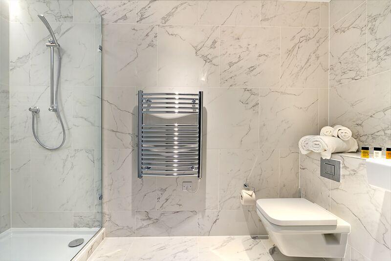 St Dunstan's Court -  Marble Bathroom