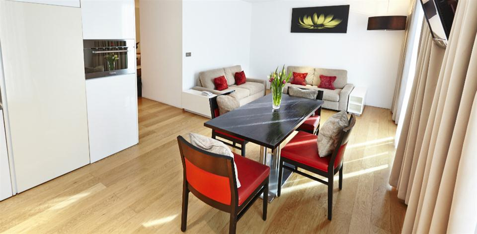 London Bridge - Living and Dining Area