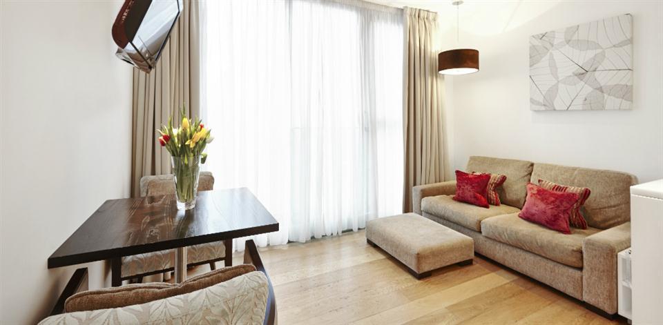 London Bridge - Living Room