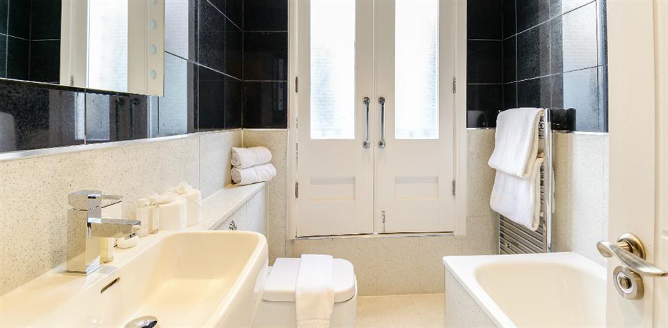 Ludgate Square - Bathroom