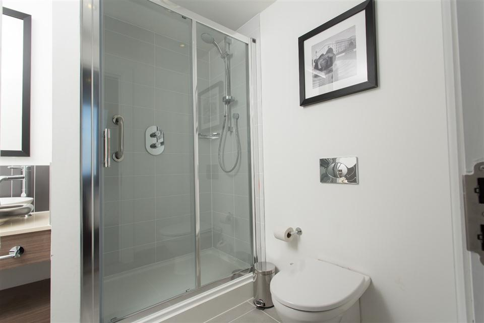 Staybridge Suites Birmingham - Bathroom