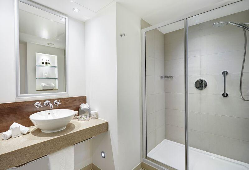 Staybridge Suites Newcastle - Bathroom