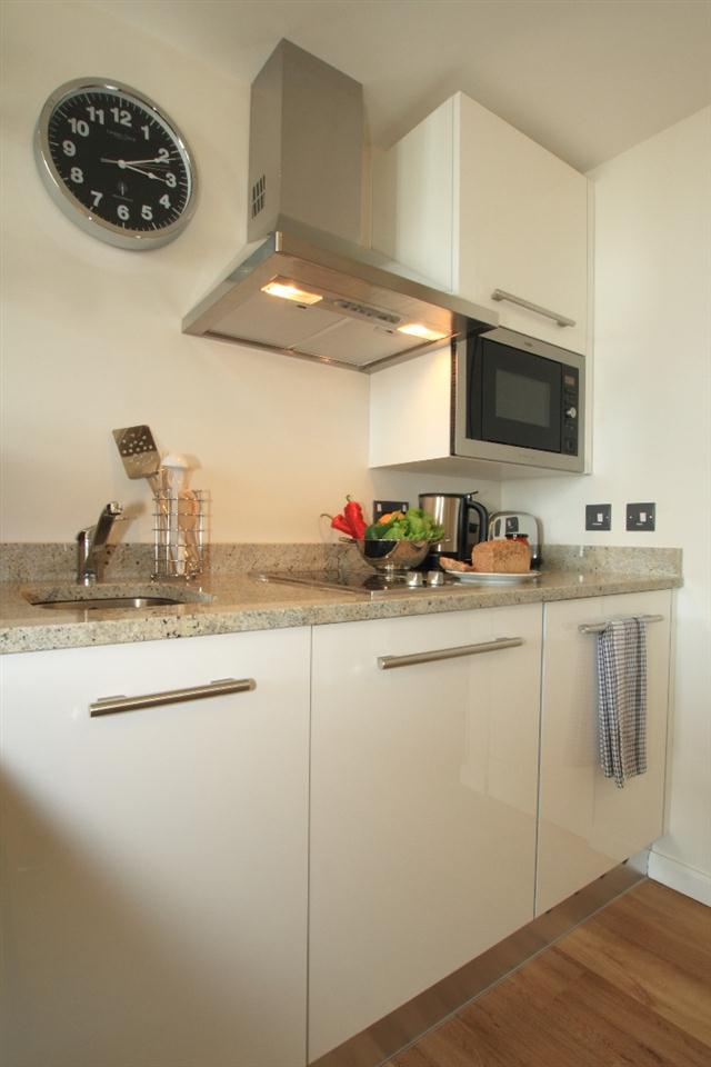 Staybridge Suites London Stratford - Kitchen