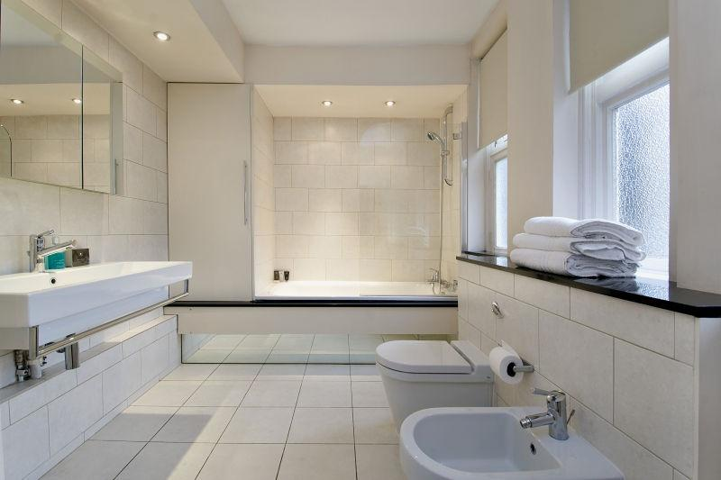 Chiltern Street Two Bedroom Apartment - Bathroom