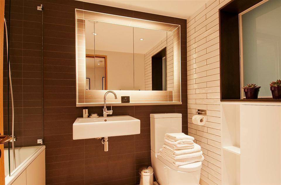 Wigmore Suites - Bathroom