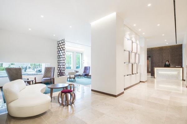 Metropolitan - Lobby