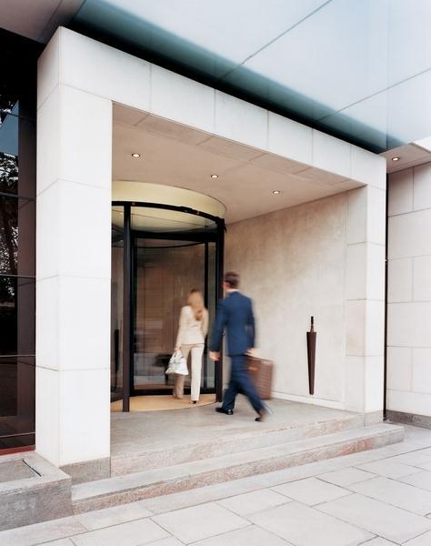Metropolitan - Entrance