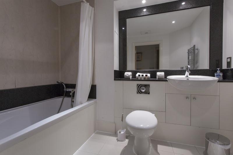 St Georges Wharf - Bathroom