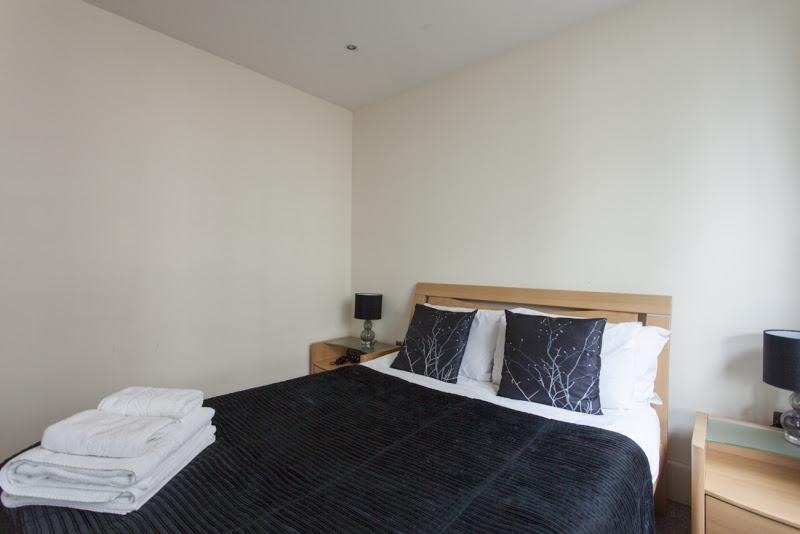 St Georges Wharf - Bedroom