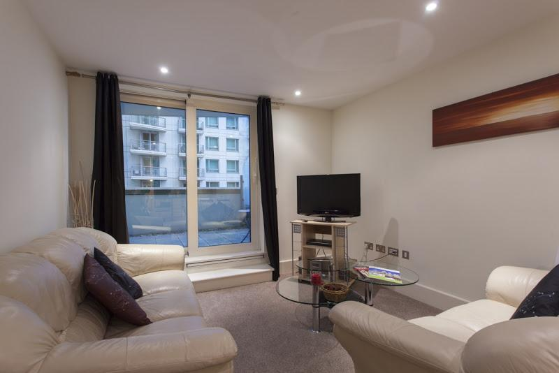 St Georges Wharf - Living Area