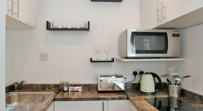 Holburn Street Apartments - Kitchen