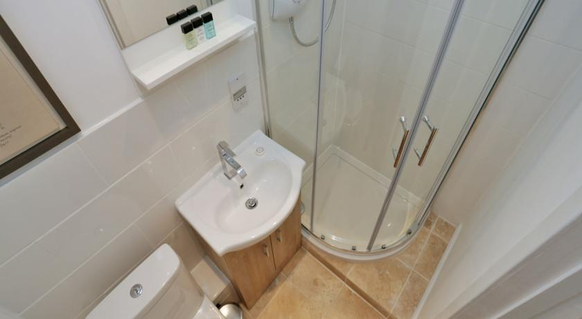 Holburn Street Apartments - Bathroom