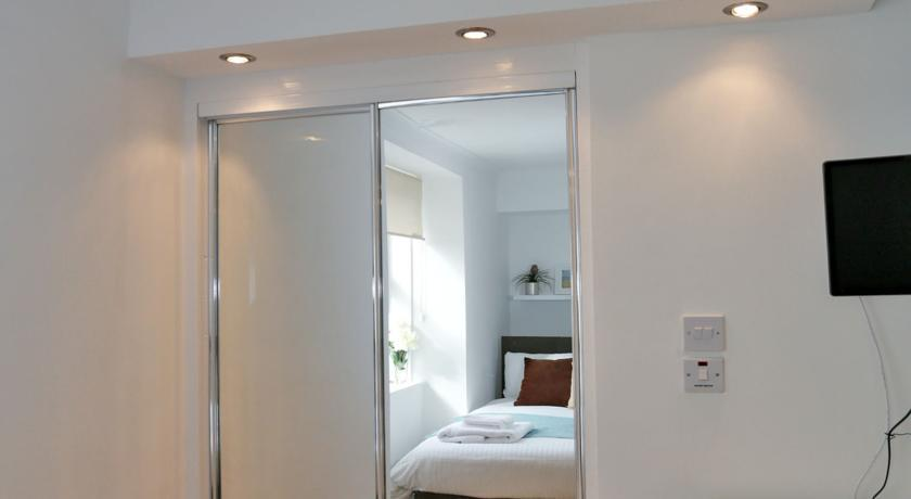 Holburn Street Apartments - Bedroom