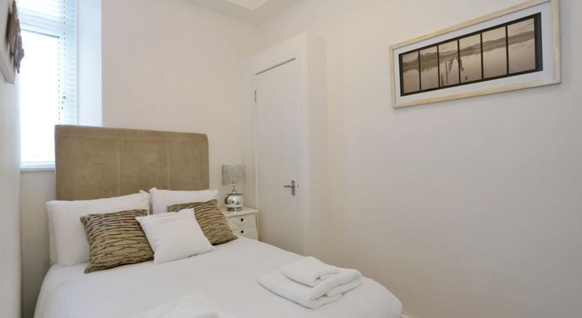 The Grove Apartments - Bedroom
