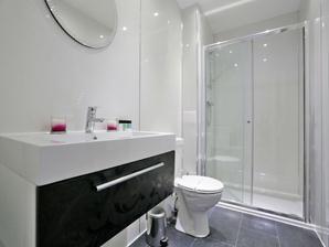 The Grove Apartments - Bathroom