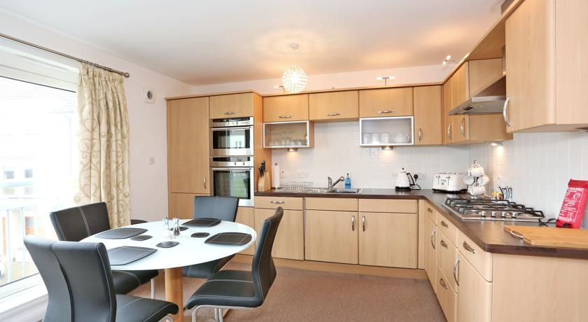 Aberdeen West End Apartments - Kitchen and Dining Area