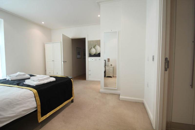 Discovery Dock East - Bedroom